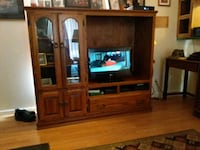 Solid oak  tv stand in good condition very solid n Connersville, 47331