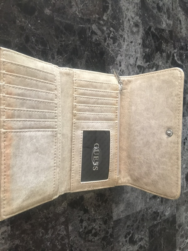 Brand New Guess Wallet with Tags 8ce73c97-9b32-45b8-bc58-d895312b8cfd