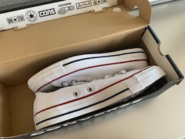 BRAND NEW* CONVERSE LOW TOPS