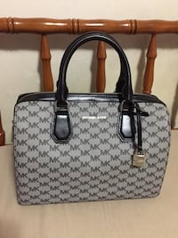 Michael Kors Handbag  Hampstead, H3X