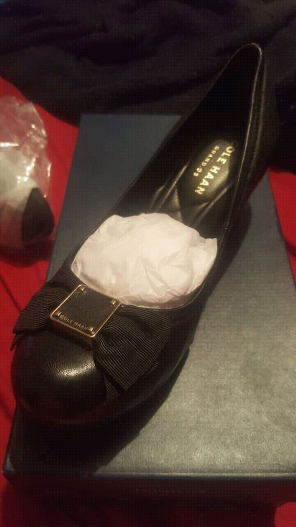 940931412e Brukt COLE HAAN Tali Grand Bow Wedge Pumps til salgs i San Diego - letgo
