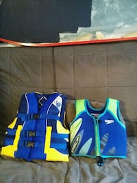 blue and green zip-up vest 43 km