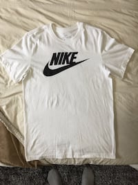 MINT CONDITION WHITE NIKE TEE