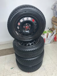 Winter tires with rims 215 65R 98T Toronto, M6N