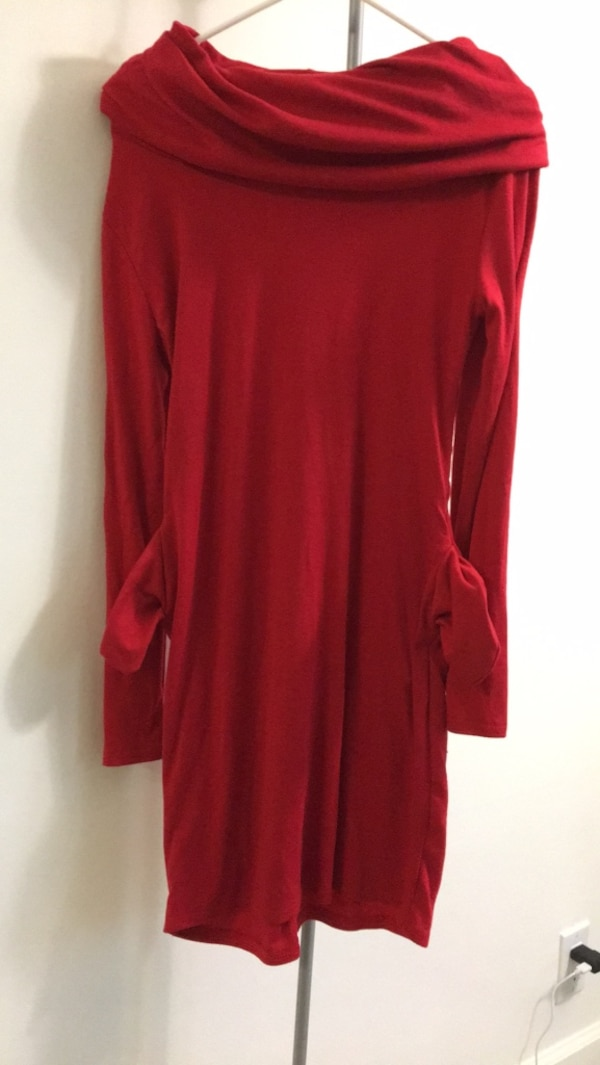 Stunning simple red dress with pockets fits size small and medium
