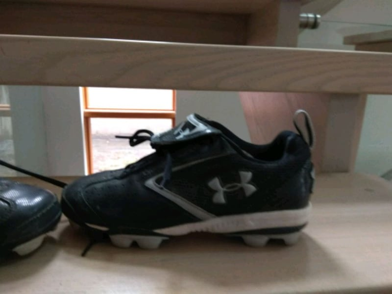 Under armour Baseball cleats size 5Y, under armour 44429a7c-670f-4878-b2fb-56ca0fa696c8