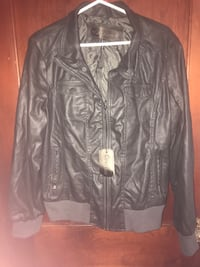 Women's 2x cavalini jacket never worn I feel like this jacket runs smaller than size 2x I am a Med and this jacket it just a little big on me. Cute jacket  if it fit me I would wear it.  Pu mwc Pet and smoke free home