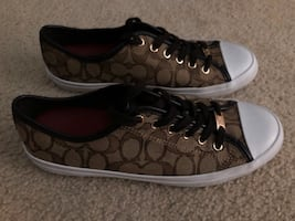 Women's 8.5 Coach Shoes