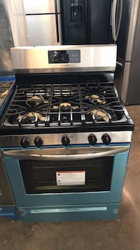 Frigidaire stainless steel gas stove scratch and dent 4 months warra Baltimore, 21230