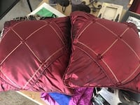 2 decorative pillows Maumee, 43537