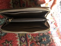 BCBG PARIS LEATHER PURSE Springfield, 22151
