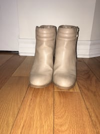 pair of gray leather boots Vaudreuil-Dorion, J7V 8Y5