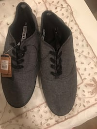 pair of gray low-top sneakers Surrey, V4N 2B7
