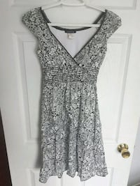 Small brown and white floral sleeveless dress London, N5W 2J7