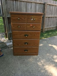5-drawer dresser Richardson