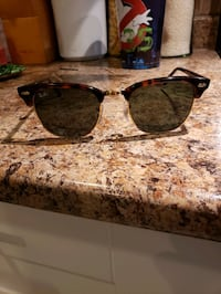 Ray Bans Sunglasses in prefect condition  Edmonton, T6J
