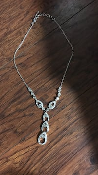 silver chain necklace with heart pendant Conroe, 77304