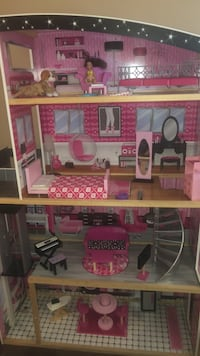 Pink and white wooden dollhouse with 50+ accessories Sterlington, 71280