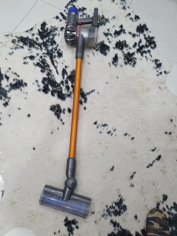 Dyson v8 apsolid 2958420a-9d58-4702-aa4c-f822b14be035