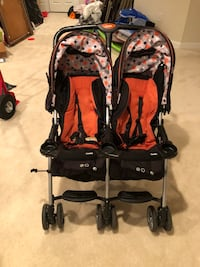 Baby's black and red twin stroller Glenn Dale, 20769