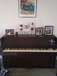 Acrosonic piano.   Needs tuned and a couple keys r Indianapolis, 46235