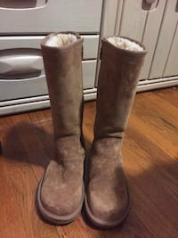 Pair of brown ugg boots Somerville, 02145