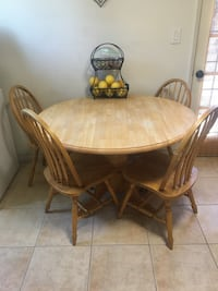 Round kitchen table w/4 chairs  Santa Paula, 93060
