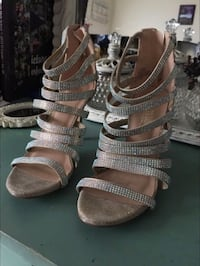 Size 6.5 Nude and Silver De Blossom Heels