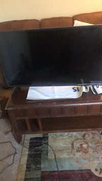 Black flat screen tv with remote Raleigh, 27603