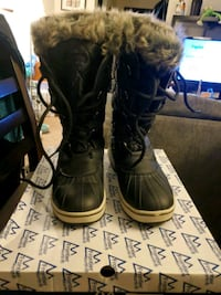 NEW ladies winter boots size 9 Mississauga, L5A 3Y3