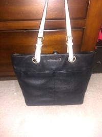 Michael kors hand bag 8 km