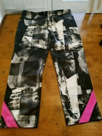 Under armour size small  64 mi