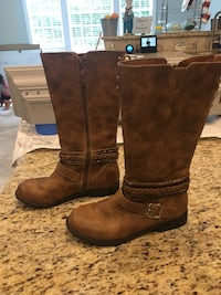 Girls boots size 5 Clifton, 20124