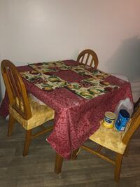 Wooden Table 4 chairs (picture shows 3 but comes with 4) also includes the chair covers Jacksonville, 32210