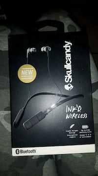 black and white wireless headphones box Hamilton, L8L 2Y9