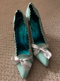 Pair of teal-and-white vintage shoes  Mississauga, L5J 1P8