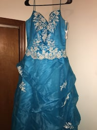 Large size dress price is negotiable only worn once  Greenup, 62428