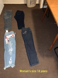 Woman's size 18 lot of jeans Clyde, 14433