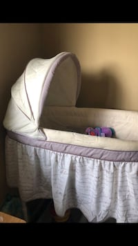 baby's white and gray bassinet Rosemead, 91770