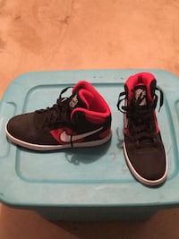 Black and red FORCE Nike basketball shoes.  Size 11. Like new Woodburn, 97071