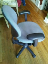 black and gray rolling chair Berwyn, 60402