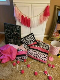Lot of Girls Zebra Hot Pink Bedding and Accessorie Buffalo, 14224