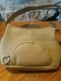 Tommy Hilfiger purse. Pre-own $15 Hagerstown, 21740