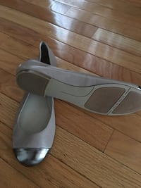 pair of gray leather flats Richmond Hill, L4C 9S5