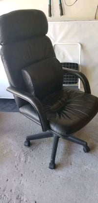 Executive leather desk swivel chair  Vaughan, L6A 2M8