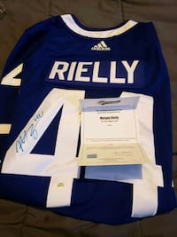 Morgan Reilly autogrpahed jersey