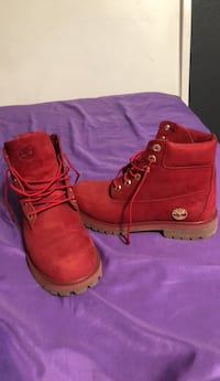 Pair of red timberland work boots, size 5.5 men, only used once  Arlington, 76002