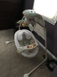 Baby's gray and white cradle n swing Vienna, 22181