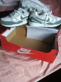 Never Worn Nike Air Women 8  shoes  Woodlawn, 21207