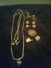 gold-colored necklace and earrings 778 mi